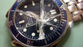 Laikrodis po padidinamuoju stiklu: - laikrodžio stikliukas, medžiagos ir savybės